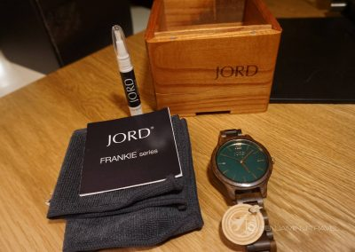 The folks over at JORD wood watches gave me an opportunity to try out one of their beautiful wood watches so I though I'd share my impressions. Let's just say I'm impressed with the Frankie watch!
