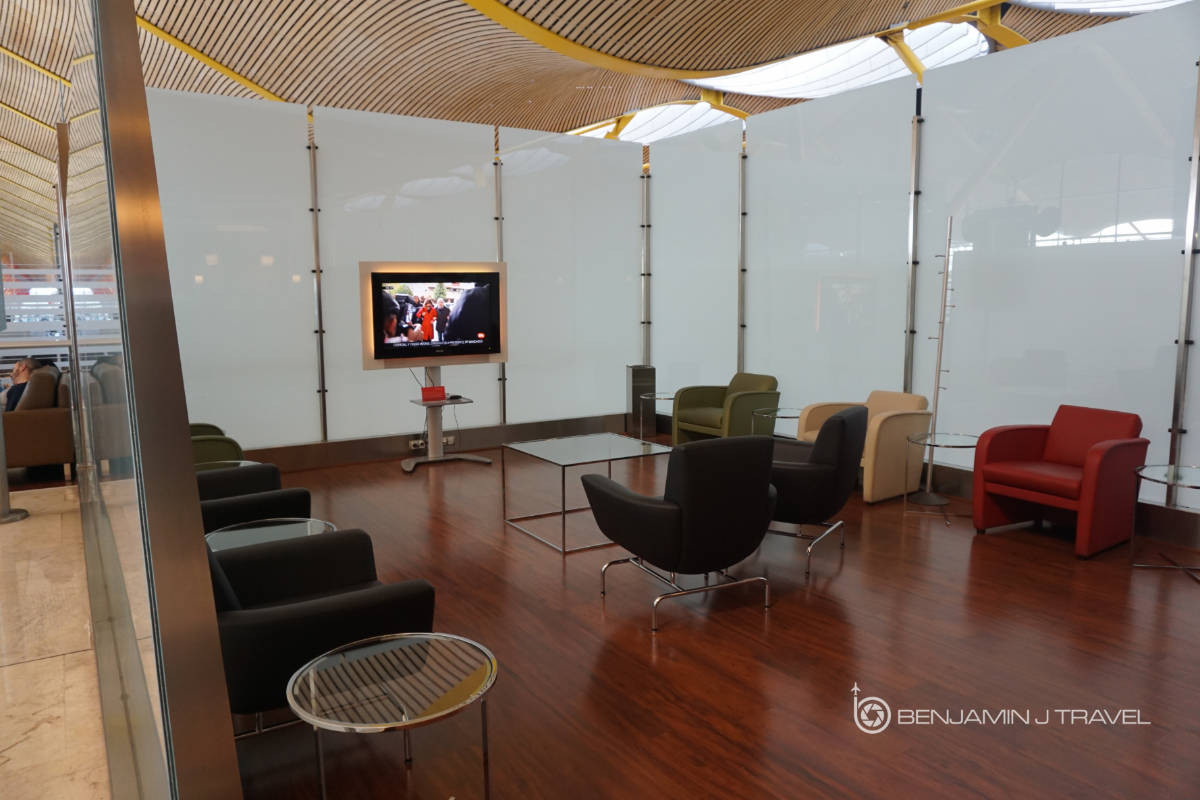 lounge review iberia dali vip lounge sala madrid terminal