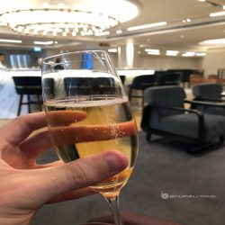 Lounge Review: The Qantas London Lounge - Bar - Champagne - Blog Review